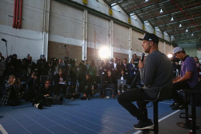 Mick Fanning e Julian Wilson em entrevista coletiva em Sidney, Austrália (Foto: Getty Images)
