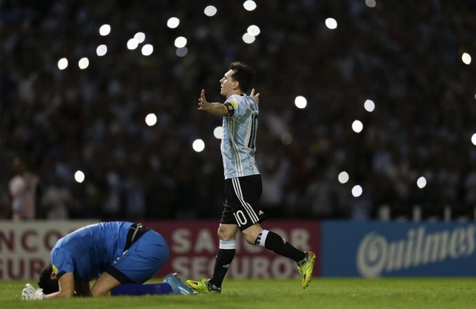 Messi Argentina Bolívia (Foto: Natacha Pisarenko / AP)