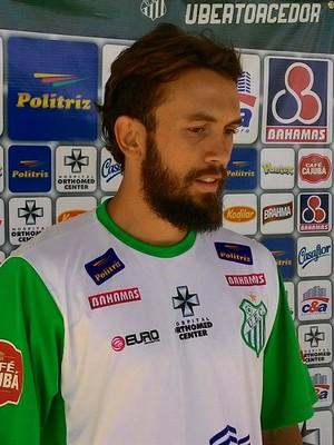 João Paulo, volante, Uberlândia Esporte Clube, UEC, Minas Gerais (Foto: Lucas Papel)