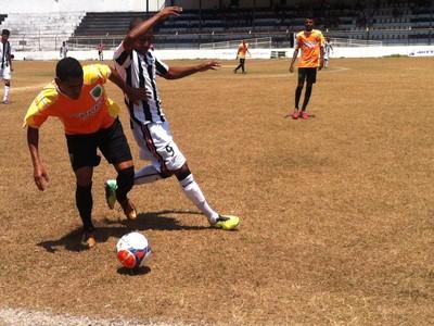 Nacional somente se denfendeu do Trio na etapa complementar da partida (Foto: Patrícia Belo / Globoesporte.com)
