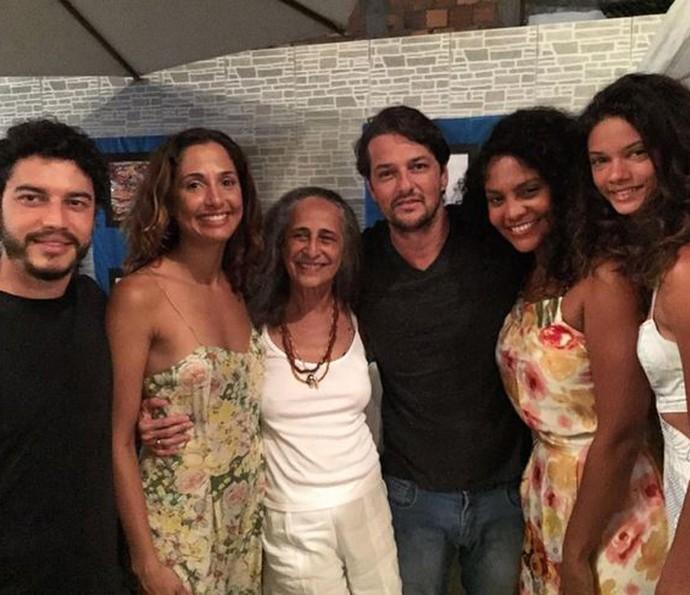 Barbara Reis posa ao lado de Marina Nery, que também estreia em novelas. Elas se unem a Lee Taylor, Camila Pitanga e Marcelo Serrado em um encontro com Maria Bethânia (Foto: Arquivo Pessoal)