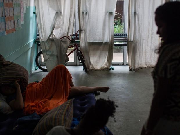 Alunos estão acampados em salas do interior da Escola Estadual Caetano de Campos (Foto: Victor Moriyama/G1)