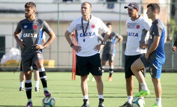 Milton Mendes, Guilherme, Wágner e Valdir Bigode (Foto: Paulo Fernandes/Vasco.com.br)
