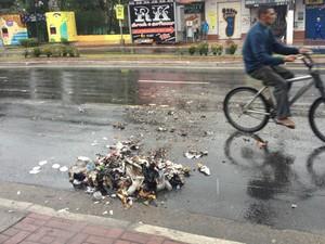 Sujeira após atos de vandalismo em Cubatão, SP (Foto: Alexandre Caldeira/Arquivo Pessoal)