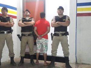 Militares tinham conhecimento de um homem que roubava Hilux principalmente de mulheres. (Foto: Polícia Militar/Divulgação)