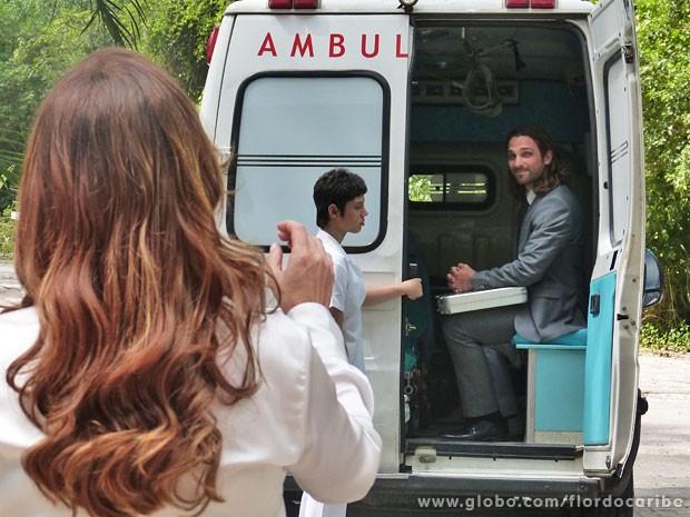 Fora de si, Alberto acha que está indo para a empresa (Foto: Flor do Caribe / TV Globo)