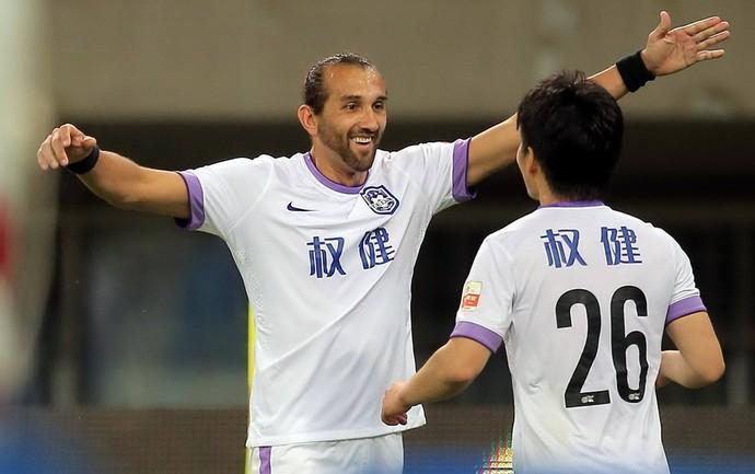 Barcos comemora gol Tianjin Teda (Foto: Reprodução Sina.com)