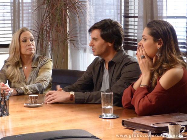 Leila e Thales ficam chocados (Foto: Amor à Vida/ TV Globo)