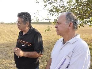 Cesar Luiza, supervisor de radioproteção, e Leonardo Lage, coordenador do Cnen, em Abadia de Goiás (Foto: Adriano Zago/G1)