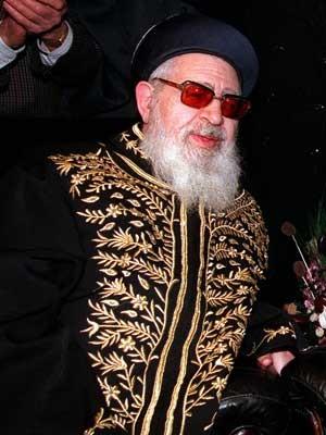 Foto de arquivo de 1997 mostra o líder espiritual do partido Shas, Rabino Ovadia Yosef, em Jerusalém (Foto: Eyal Warshavsky/ Arquivo/ AP)
