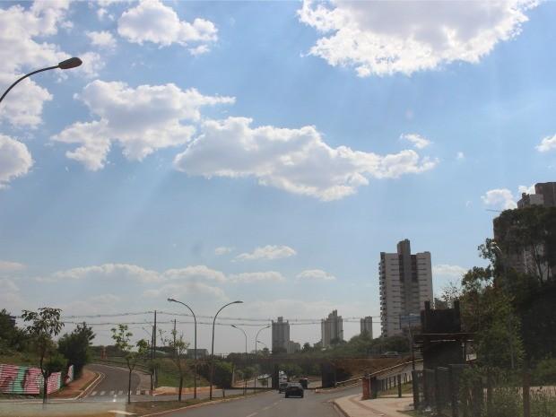 Céu de Campo Grande na tarde desta segunda-feira (13) (Foto: Gabriela Pavão/G1 MS)
