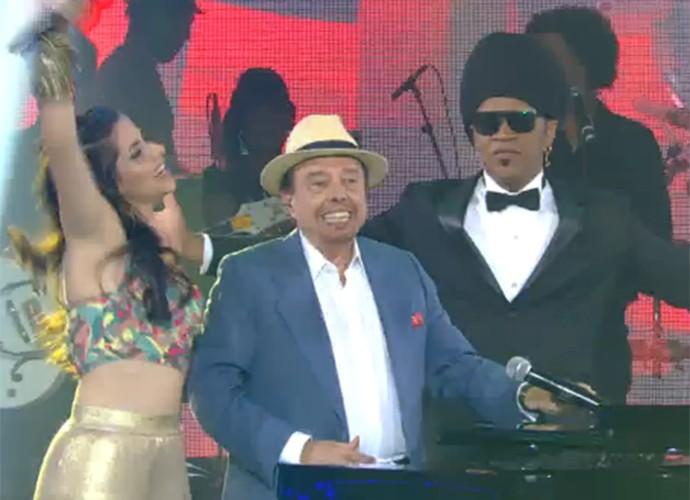 Carlinhos Brown e Sergio Mendes no palco do The Voice, no sábado, eles estarão no Palco Sunset (Foto: Reprodução)