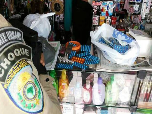 Medicamentos eram comercializados sem receita médica (Foto: Divulgação/PRF)