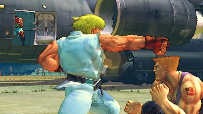 Balrog tem seu momento Onde está o Wally? no cenário Small Airfield de Street Fighter 4, às vezes dividido com Vega e M. Bison (Foto: Reprodução/DeviantArt)
