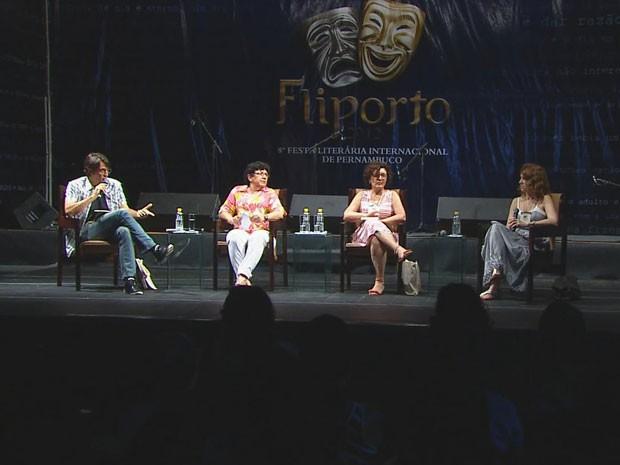 Nelson Pereira, Sonia e Maria Lucia Rodrigues e Adriana Armony participaram de painel (Foto: Reprodução / TV Globo)