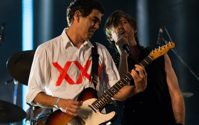 Dado Villa-Lobos e André Frateschi no show Legião XXX Anos no palco do João Rock  (Foto: Érico Andrade/Gshow)
