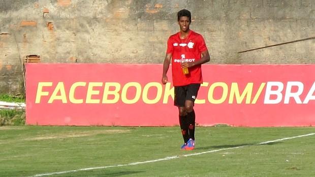Gabriel no treino do Flamengo (Foto: Raphael Bózeo)