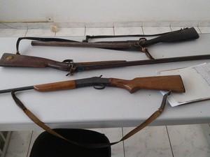 Armas apreendidas pela Polícia Ambiental (Foto: Divulgação/Polícia Ambiental)
