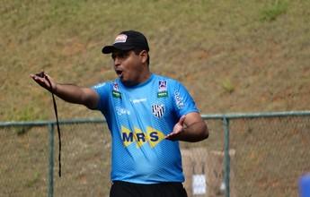 """Leston Junior dá bronca em treino do Tupi-MG e avisa: """"Agora é cobrança"""""""