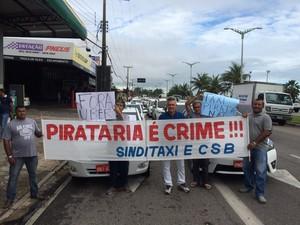 Taxistas protestam contra o Uber em Fortaleza nesta quarta-feira (11) (Foto: Marina Alves/TV Verdes Mares)