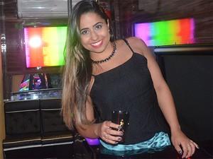 A estudante Ana Gabriela de Oliveira Rosa comemou o aniversário de 22 anos com festa no busão (Foto: Amanda Pioli/G1)