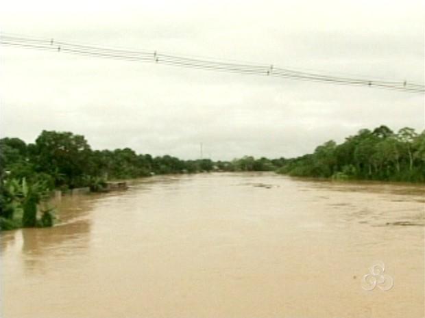 Rio Iaco, em Sena Madureira (Foto: Reprodução TV Acre)