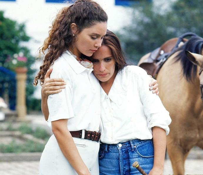 Aqui a atriz aparece ao lado de Thaís de Campos, que vivia Arlete (Foto: CEDOC/Globo)