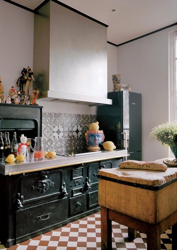 Como combinar estampas na cozinha (Foto: Reprodução/Vogue US)