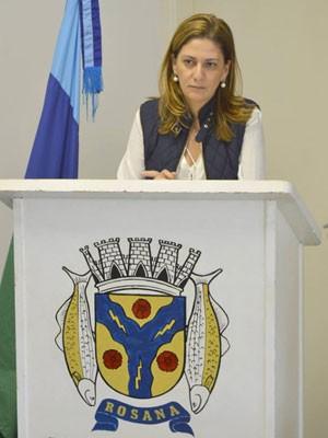 A prefeita de Rosana, Sandra Kasai (PSDB), prestou depoimento à Polícia Civil nesta terça-feira (7) (Foto: Reprodução/Facebook)