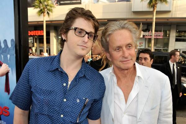 Michael Douglas e seu filho, Cameron Douglas, em foto de 2009 (Foto: Getty Images)