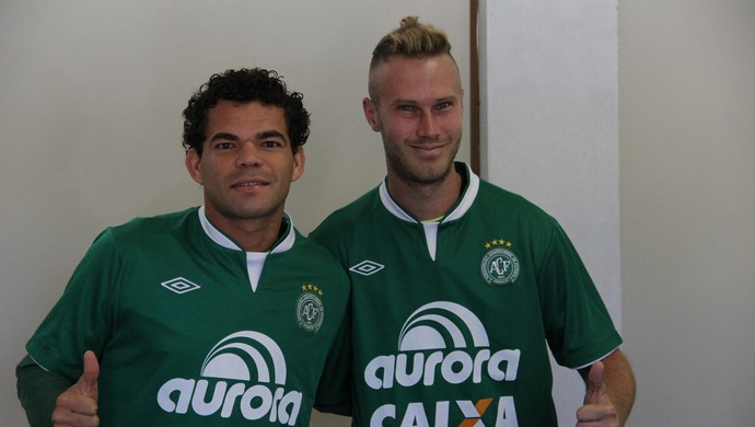 e490a3146f Meia, que estava no Botafogo-SP, e atacante, ex-Ponte Preta, são  contratações para a Série A e elogiam Verdão do Oeste e também  identificação da cidade com ...