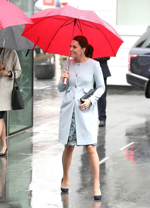 Kate Middleton exibe barriguinha em evento oficial (Foto: Getty Images)