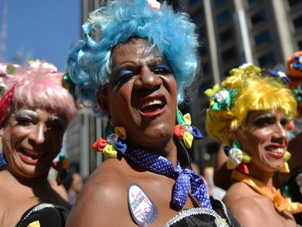 Grupo se reúne para participar da 18ª edição da Parada LGBT de São PAulo. (Foto: Nelson Almeida/AFP Photo)
