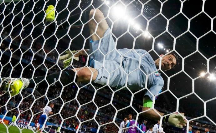 Buffon Bélgica x Itália (Foto: Reuters)