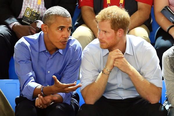 Os ex-presidente dos EUA, Barack Obama, com o Príncipe Harry durante uma competição dos Invictus Games 2017 (Foto: Getty Images)