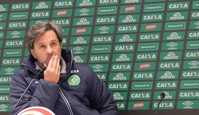 Caio Júnior entrevista coletiva Chapecoense (Foto: Laion Espíndula/GloboEsporte.com)