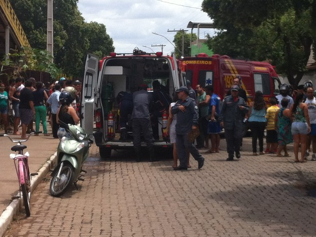 O condutor da motocicleta foi resgatado com vida pelo SAMU (Foto: Diego Souza/G1)
