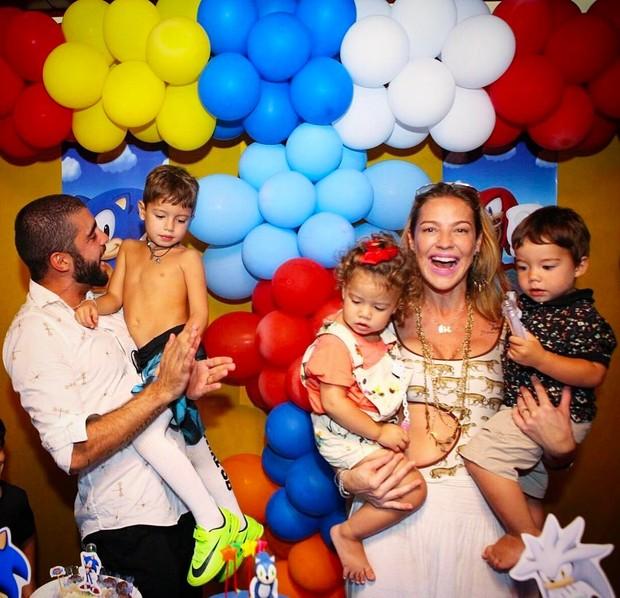 Luana Piovani com Pedro Scooby e os filhos (Foto: Reprodução / Instagram)