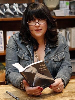 A escritora britânica E L James, autora do best-seller 'Fifty Shades of Grey', descrito como 'pornô para mamães' (Foto: Jeffrey M. Boan/AP)
