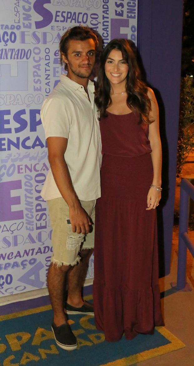 Felipe Simas com a mulher, Mariana Uhlman (Foto: Fabio Moreno/Agnews)