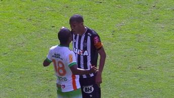Leonardol Silva e Borges discutem  após final de jogo