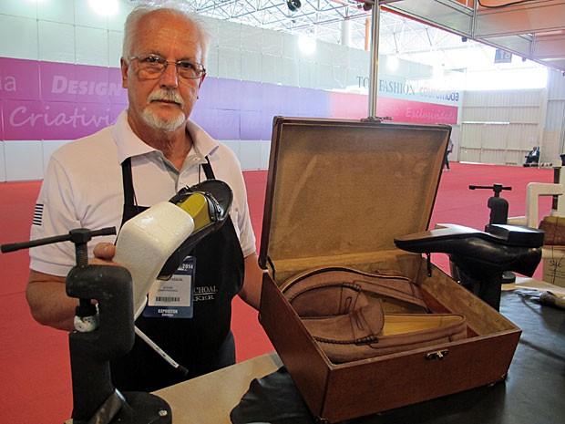 PME - Sapateiro desde os 11 anos fabrica calçados artesanais a R  1 ... 14dbbddf10601