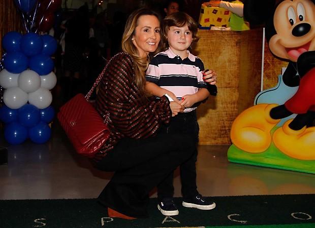 Melissa Wilman e Pietro, filho de Otávio Mesquita (Foto: Ag News)