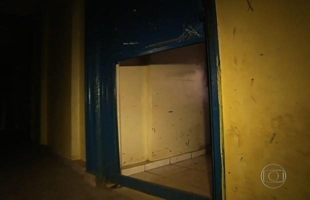 Diretora diz que não vai 'recuar' após vídeo de alunos destruindo escola de Valparaíso de Goiás 2 (Foto: Reprodução/Fantástico)