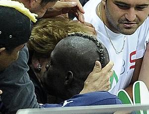 Balotelli e sua mãe, Itália (Foto: Agência EFE)