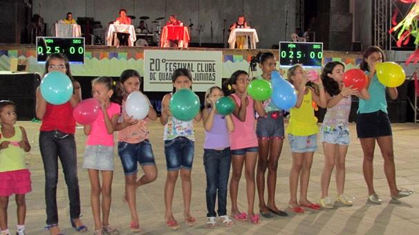 Crianças brincam e disputam brindes da TV Clube (Foto: Katylenin França/TV Clube)