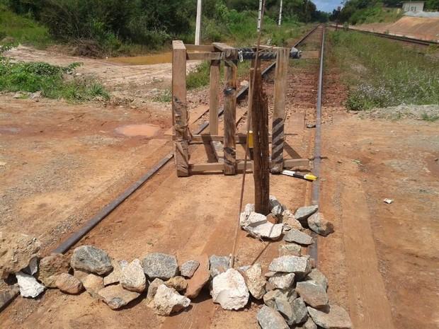 Estrada de Ferro carajás foi interditada no quilômetro zero (Foto: Douglas Pinto/TV Mirante)