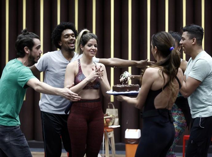 Mariana Santos faz a festa com a galera (Foto: Inácio Moraes/Gshow)