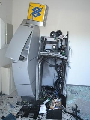 Caixa é explodido no distrito de Maria Quitéria, em Feira de Santana (Foto: Acorda Cidade / Divulgação)