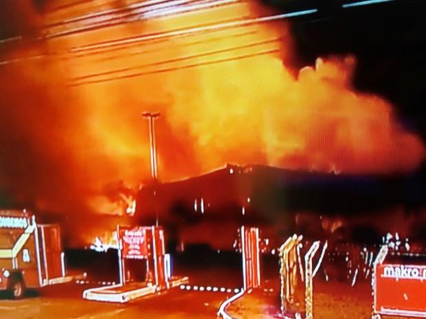 Corpo de Bombeiros disse que fogo se espalhou rapidamente (Foto: Reprodução/TV Sergipe)